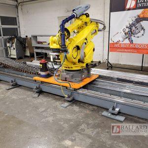 Fanuc r-2000iB on an 8m linear rail